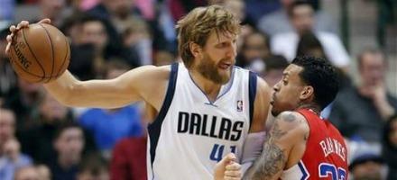 Il nuovo look di Nowitzki: taglierà barba e baffi solo quando la squadra raggiungerò la soglia del 50% di vittorie...