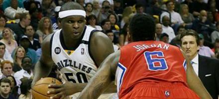 Zach Randolph fronteggia DeAndre Jordan, dalle sue mani passa il destio offensivo di Memphis