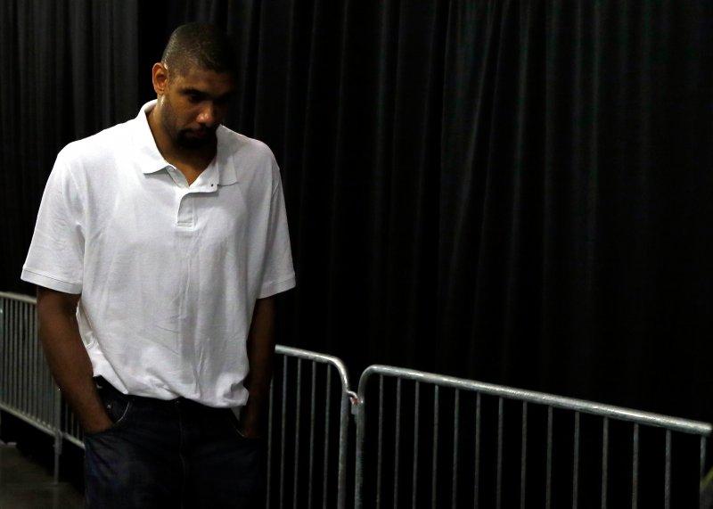 Tim Duncan, solo con i suoi pensieri, in uscita dall'AAA di Miami dopo gara 7...