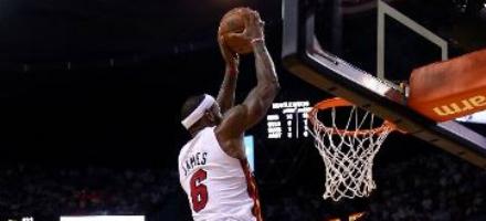 LeBron James vola alto pericolosamente con la testa al ferro, una grande gara 7 per un altro tassello nella storia