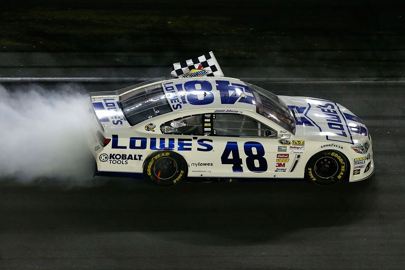 Jimmie_Johnson_070613_Burnout_Daytona-lg