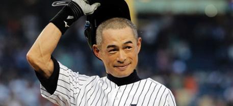 Ichiro Suzuki ringrazia il suo pubblico un attimo dopo il traguardo delle 4000 valide in carriera!