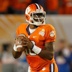 Tahj Boyd, 270 yards, 3 TD pass, oltre a due mete su corsa nell'opener.