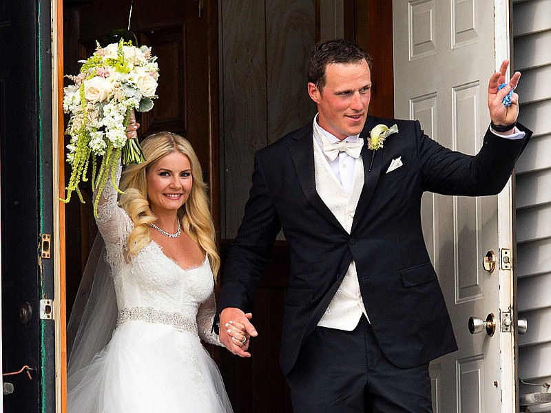 picture-elisha-cuthbert-and-dion-phaneuf-s-wedding-surfaces