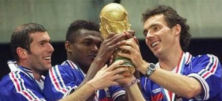 Zidane il nordafricano, Desailly il nero e Blanc il bianco di nome e di fatto, la fotografia della Francia campione 1998