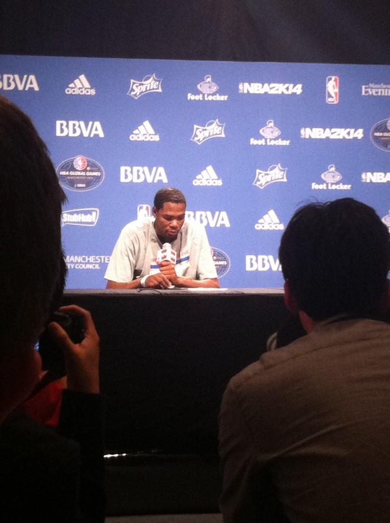 Kevin Durant nella conferenza post-partita, poco prima di rispondere alla mia domanda.
