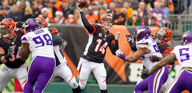 122213-NFL-Bengals-Andy-Dalton-Passes-PI-CH_20131222210046729_660_320