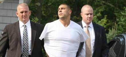 9. Aaron Hernandez, Tight End dei Patriots è arrestato con l'accusa di omicidio. E' ancora in attesa di giudizio ma la sensazione di una carriera da star interrotta è più forte di qualsiasi verdetto giudiziario