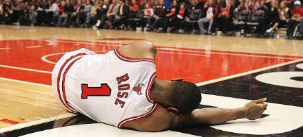 6. Per la NBA purtroppo è stato un anno di brutti infortuni, da Kobe Bryant a Russell Westbrook a Rajon Rondo, nulla batte però la disgrazia di D Rose. Stagione '12 mozzata, stagione '13 interamente saltata, per il '14 ritorna ma dopo 10 partite si fa male di nuovo, chiunque piange per chi di questa lega fu MVP