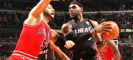 La striscia si interrompe il 27 Marzo a Chicago, a quota 27, vicini al record di 33 dei Lakers   '72 per vittorie consecutive. Ridono i Bulls ma Miami già vede la primavera