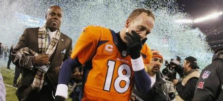Secondo Super Bowl perso su tre, Peyton lascia il campo distrutto