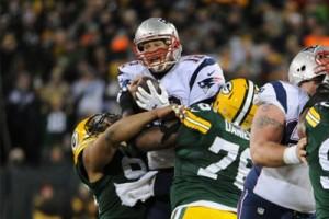 Il decisivo sack di Daniels e Neal ai danni di Tom Brady