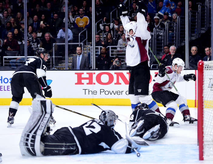Il gol di MacKinnon per la vittoria 4-3 in casa dei Los Angeles Kings