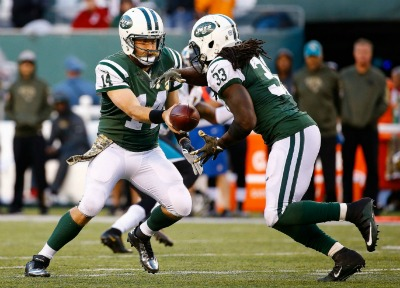 new-york-jets-quarterback-ryan-fitzpatrick-hands-off-the-football-to-running-back-chris-ivory-during-their-recent-game-against-