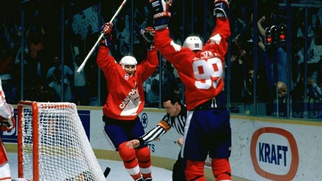 mario-lemieux-canada-cup-1987-wayne-gretzky-pass-goal